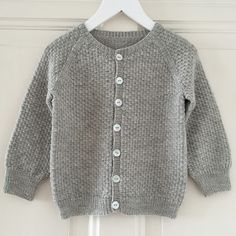 About the design:Simple and classic cardigan with raglan sleeves, worked from the bottom up. The length of sleeves and body are easily adjustable. The button bands are worked at the end. Kids Knitting Patterns, Baby Cardigan Knitting Pattern, Knitting For Kids, Baby Clothes Patterns, Baby Patterns, Clothing Patterns, Knitted Baby Clothes, How To Purl Knit, Baby Sweaters