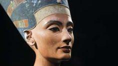 Egypt Queen Nefertiti tomb hunt 'finds organic material' - BBC News