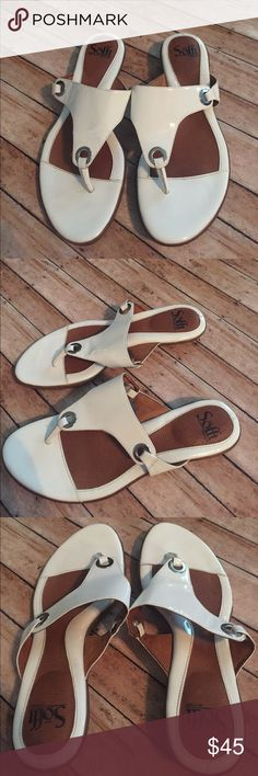 Sofft White Summer Sandles Brand:  Sofft  Color: White  Size:8.5  Condition: EUC   ❌Trades❌  ⚡️I ship lightening fast⚡️  🎉Discounts with bundles🎉 Sofft Shoes Sandals
