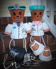 I've decided to keep my adorable hand painted flower pot people photos here. This gives me a place to share the Flower Pots that I've don. Flower Pot Art, Clay Flower Pots, Flower Pot Crafts, Clay Pot Projects, Clay Pot Crafts, Diy Clay, Painted Clay Pots, Painted Flower Pots, Hand Painted