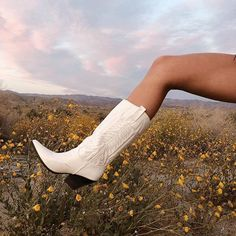 These boots were made for festival szn Make sure to tag for a chance to be featured like thestyledseed xo Shop your festival accessories now shop link in bio Botas Western, Western Boots, White Cowboy Boots, Western Wall, Cowboy Boot Outfits, Easy Style, Travel Photographie, Bota Country, New Mode
