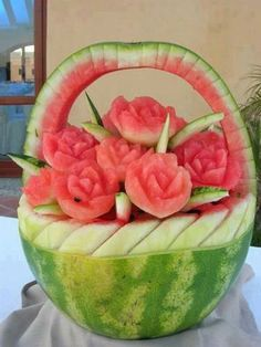Watermelon Basket of Roses Carving, Edible Art Watermelon Basket, Watermelon Art, Watermelon Carving, Carved Watermelon, Watermelon Nutrition, Fruit Sculptures, Food Sculpture, Veggie Art, Fruit And Vegetable Carving