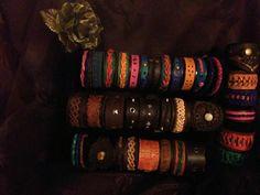pulseras diferentes colores  y trenzados cuero primera calidad, piezas únicas.