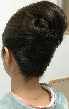 Roll Hairstyle, Bun Hairstyles, French Twist Updo, Vintage Hairstyles Tutorial, Bridal Hair Buns, Bun Maker, Big Bun, Hair Dos, Updos
