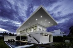 Do you know what is modern architetcture? Know about these ultra modern homes design and know the modern features of these homes. Exterior House Colors, Exterior Design, Contemporary Beach House, Ultra Modern Homes, Modern Villa Design, House And Home Magazine, Modern Architecture, House Styles, Architects