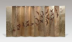 Jean Dunand (1877-1942) - Paravent à douze feuilles articulées Bois laqué à feuilles d'argent (300 x 648 cm) Drouot, 2010, 372 298 € A large screenin 12 articulated wooden panels, the face decorated in lacquered silver leafs depicting an aquatic landscape with flying and swimming ducks, the backlacquered in plain black. H.: 300 cm - W.: 54 cm (each panel)
