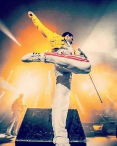 Is this the real life? Or is it fantasy? Queen Freddie Mercury, Freddie Mercury Quotes, Queen Love, Save The Queen, Queen Banda, Fred Mercury, Mr Fahrenheit, Freddie Mecury, King Of Queens