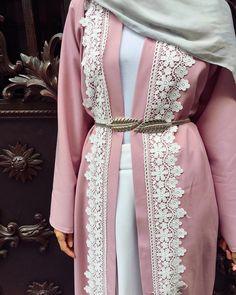 Abaya Fashion, Modest Fashion, Fashion Dresses, Hijab Gown, Hijab Outfit, Muslim Women Fashion, Islamic Fashion, Estilo Abaya, Modele Hijab