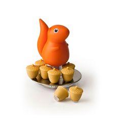 sooo niedlich!  Eichhörnchen Schale mit Eichel-Magneten orange