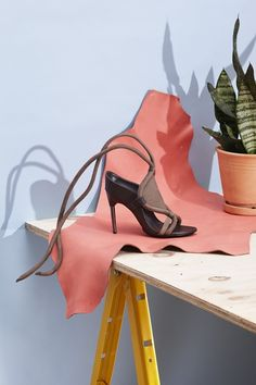 Jenny Wichman Still Life Styling Shoes Editorial, Editorial Fashion, Clothing Photography, Fashion Photography, Photography Accessories, Mein Portfolio, Shoe Advertising, Fashion Shoes, Fashion Art