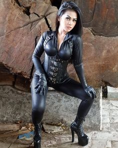 To be dominated by a woman in leather is an amazing thing! To be fucked by a woman in leather with a strap-on is sensational! Black Leather Gloves, Leather And Lace, Leather Pants, Sexy Outfits, Leder Outfits, Leather Dresses, Leather Fashion, Sexy Women, Punk