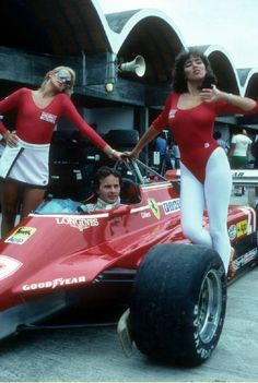 Villeneuve and ancient grid girls