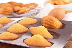 Recipe for madeleine cookies - Cookie man recipes Traditional French Recipes, French Cookies, French Dessert Recipes, Desserts With Biscuits, French Food, Food Menu, Love Food, Sweet Recipes, Cookie Recipes