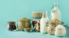 Would you like to experiment with herbal milk at home? Vegan recipes from cheaper rice milk to coconut milk and oatmeal to more special raw cashew milk – pick it up! Paleo Mom, Mind Diet, Keto Recipes, Healthy Recipes, Low Carb Diet Plan, Food Pyramid, Diet Chart, Meal Planner, Meals For The Week