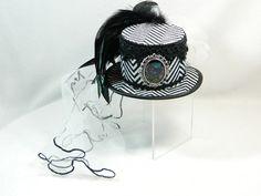 http://de.dawanda.com/product/102039727-mini-zylinder-schwarz-weiss-katze-schleier-hut-hat
