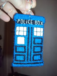 plastic canvas Tardis - might be cute for whovian key chains or book marks.