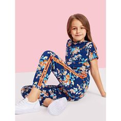 To find out about the Girls Flower Print Hoodie & Sweatpants Set at SHEIN, part of our latest Girls Two-piece Outfits ready to shop online today! Outfits Niños, Cute Girl Outfits, Fashion Outfits, Fashion Kids, Cheap Hoodies, Two Piece Outfit, Girls Shopping, Kids Girls, Girls Dresses