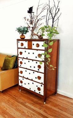Retro Dresser, 5 Drawer Dresser, Vintage Dressers, Diy Dresser Makeover, Furniture Makeover, Diy Furniture, Dresser Ideas, Wallpaper Dresser, Painted Drawers