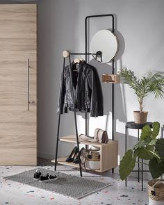 Μεταλλικός σκελετός κρεμάστρας ρούχων με καθρέπτη, μαύρος και ξύλινα ράφια με επιμεταλλωμένο ξύλο στο χρώμα της στάχτης. Διαστάσεις 191 x 76 x 36 εκ. Hallway Mirror, Halls, Open Wardrobe, Hallway Storage, Corner House, Structure Metal, Round Mirrors, Clean Design, Wood Shelves