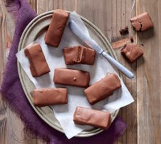If you like Tim Tams, you will love us for these low-sugar, gluten-free chocolate bars. Sugar Free Milk, Low Sugar, Gluten Free Chocolate Bars, Good Food, Yummy Food, Family Meals, Family Recipes, Gluten Free Flour, Vanilla Essence