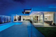 Demain si je gagne à l'Euro millions c'est le genre de résidence que je me ferais construire. C'est le cabinet Canny Architects qui s'est occupé du projet,