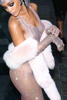 """Rihanna at """"CFDA Awards"""" in NY, cocktails. *close up*"""