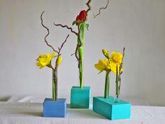 Diese blaue Blumenvase fällt auf, diese Vase bringt Farbe in deine Wohnung, diese Vase setzt deine Lieblingsblume in Szene. Manchmal ist es ganz einfach, schöne Blickpunkte in der Wohnung zu...