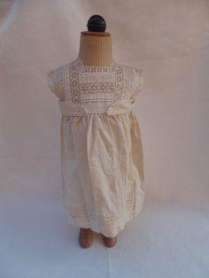 TB petite robe ancienne jeune enfant très shabby chic vintage vêtement broderie