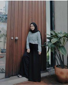 New Style Hijab Casual Monokrom Ideas . New Style Hijab Casual Monokrom Ideas … New Style Hija Hijab Style, Casual Hijab Outfit, Hijab Chic, Boho Outfits, Skirt Outfits, Casual Dresses, Fashion Outfits, Trendy Outfits, Muslim Fashion