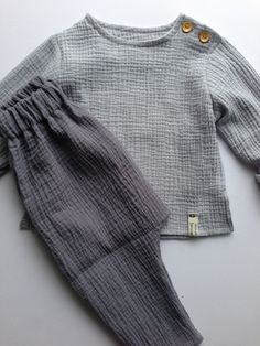 92 shirt a designer piece by Ick-bin-a - Baby Girl Clothes Blouse Designer Ickbina Long Muslin Piece shirt Shirts Size Sleeve Baby Sewing Projects, Sewing For Kids, Baby Boy Outfits, Kids Outfits, Bluse Outfit, Baby Shirts, Baby Wearing, Fashion Kids, Kids Wear