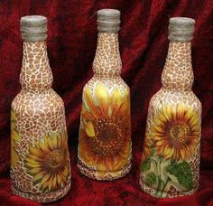 It looks very interesting! Recycled Glass Bottles, Glass Bottle Crafts, Painted Wine Bottles, Bottles And Jars, Bottle Art, Glass Jars, Diy Painted Vases, Eggshell Mosaic, Jar Art