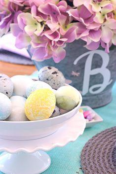 DIY Natural Easter Egg dye   DIY egg dye from The Celebration Shoppe