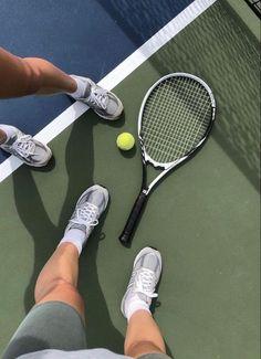 Mode Tennis, Mode Yoga, Foto Sport, Photo Summer, Tennis Workout, Tennis Fashion, Workout Aesthetic, Summer Aesthetic, Aesthetic Light