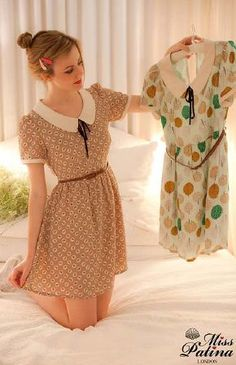 Retro Dresses - Combine retro pieces with modern pieces. Balance out the formality and character of your retro pieces by wearing them with more modern, casual clothing. Try wearing your peplum tops or silk tie-nec… Pretty Outfits, Pretty Dresses, Cute Outfits, Skater Outfits, Emo Outfits, Disney Outfits, Look Retro, Look Vintage, Vestidos Vintage