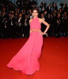 Montée du Festival Cannes 2013 The Great Gatsby Freida Pinto en Gucci