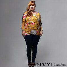 Bom dia minhas Divas!! 👑 E para hoje um look super confortável blusa com detalhes em renda nas mangas e essa calça jeans que a assimetria na barra da um charme todo especial!!! 🌹Vem conferir!! 👸