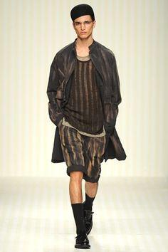 Robert Geller 2014 Spring/Summer Collection : Robert Geller's 2014 spring/summer offerings recently made their debut at New York Fashion Week. Mens Fashion Week, Fashion Show, Fashion Outfits, Men's Fashion, Modern Fashion, Fashion Trends, Spring 2014, Summer 2014, Spring Summer
