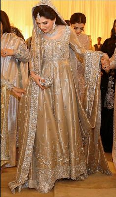 Nikkah Dress, Shadi Dresses, Pakistani Formal Dresses, Pakistani Wedding Outfits, Pakistani Dress Design, Asian Bridal Dresses, Wedding Dresses For Girls, Bridal Outfits, Indian Bridal Lehenga