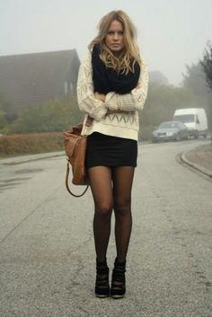 Gros pull et petite jupe noire