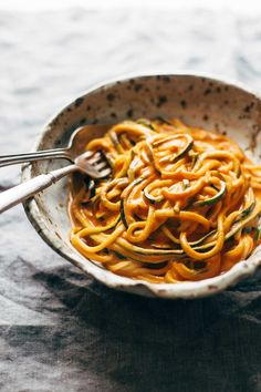 Creamy Garlic Roasted Red Pepper Pasta! LOVE that this recipe is so healthy, easy, and vegan! | pinchofyum.com