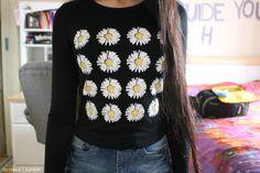 daisy sweatshirt. ♡