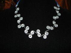 Wire Pendant  / Collar de alambre. por ArtesanBisutery en Etsy, €10.00