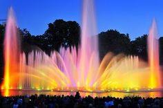 Wasserlichtkonzerte in Hamburg : Faszination aus Wasser, Licht und Musik. Im August 22 Uhr, im September 21 Uhr. Ort: Im Park Planten un Blomen