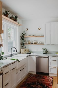 This Kitchen Reno Trick Is Basically Money Back in Your Pocket Big Kitchen, Kitchen Reno, Kitchen Dining, Kitchen Cabinets, Kitchen Counters, Kitchen Ideas, Soapstone Kitchen, Concrete Kitchen, Kitchen Remodelling
