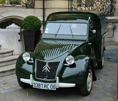 The Citroen AU Camionette or Fourgonette was the most common little delivery… Citroen Type H, Citroen H Van, Psa Peugeot Citroen, Grasse France, Automobile, Car Restoration, Cabriolet, Unique Cars, Ford Gt