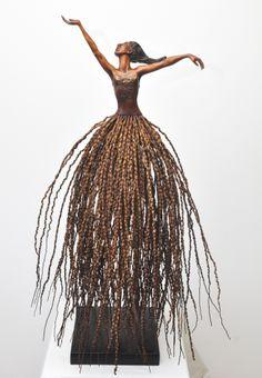 "Praiser ""Skirt"" Sculpture by Audrey Rudnick. Made from parts of a Palm Tree in Umdloti, Kwazulu Natal, South Africa Palm Tree Crafts, Palm Tree Art, Palm Trees, Palm Frond Art, Palm Fronds, Diy Arts And Crafts, Wood Crafts, Above Ground Garden, Ephemeral Art"
