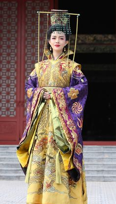 Korean Traditional Dress, Traditional Dresses, Asian Fashion, Fashion Beauty, Chinese Bride, China Girl, Princess Outfits, Chinese Clothing, Chinese Actress