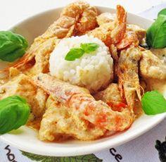 Cubinhos de frango com camarão em molho cremoso de lagosta e manjericão
