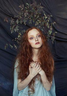 Pre-Raphaelite Sister  model: Olga Moskvina