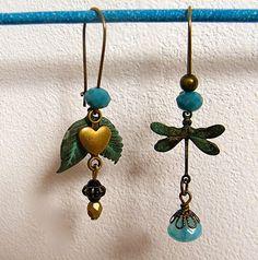 Boucles d'oreilles dormeuses, dissociées, métal bronze, perles verre, perle nacrée, pièce unique : Boucles d'oreille par francesca